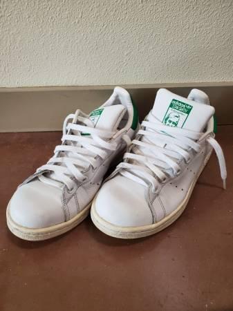 Adidas women white shoes size 6 - $5 (Spokane)