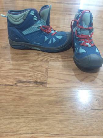Photo Aqua blue Merrell hiking boots woman39s - $40 (Spokane valley)