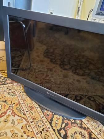 Photo Element 32quot screen TV. - $50 (Spokane)