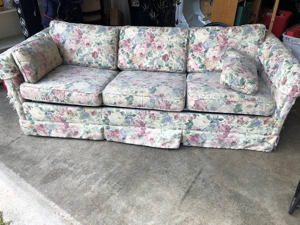 Photo Free to good home - hide a bed sofa (Post Falls)