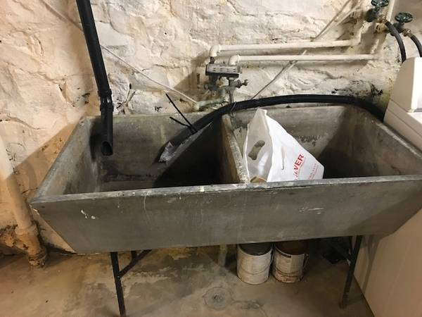 Photo Free utility sink (ManitoComstock)