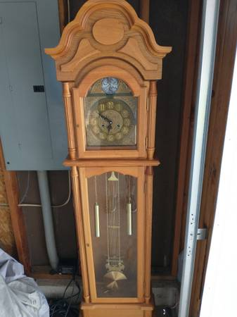 Photo Grandfather clock - $50 (Post falls)