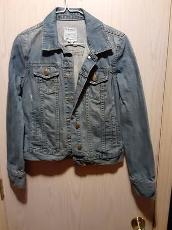 Photo Ladies Old Navy Denim Jean Jacket size S - $30 (Upper South Hill)