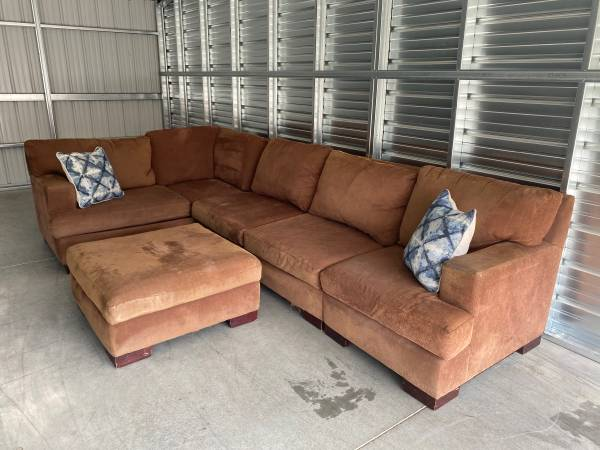Photo Large brown sectional couch  sofa with ottoman - $200 (Spokane valley)