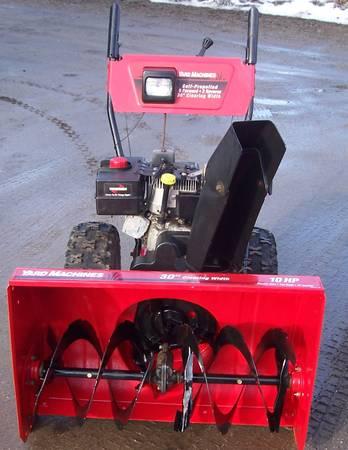 Photo MTD 10 hp. 30 inch snow blower - $350 (NEWPORT)