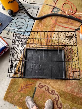 Photo Medium sized pet kennel - $50 (Post Falls)