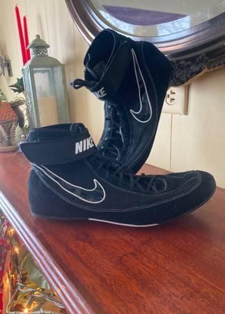 Photo Nike wrestling shoes - $30 (Spokane)