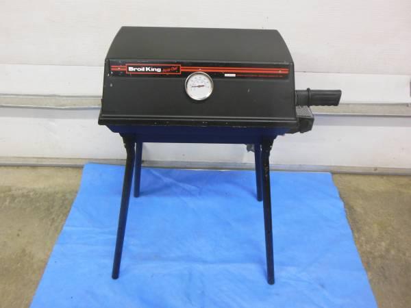 Photo RV BBQ GRILL ON LEGS - $55 (COEUR D ALENE ID)