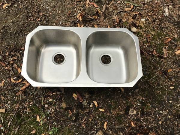 Photo Stainless steel under mount sink - $60 (Post falls)