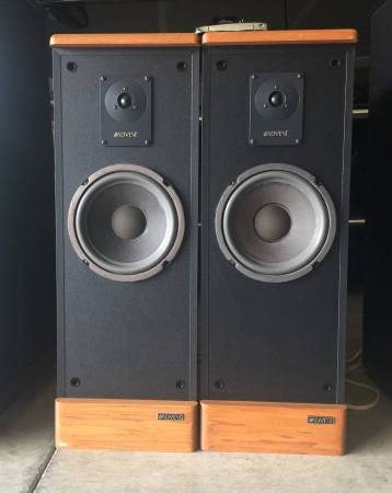 Photo Vintage Advent Prodigy Tower Speakers - $125 (Spokane Valley)