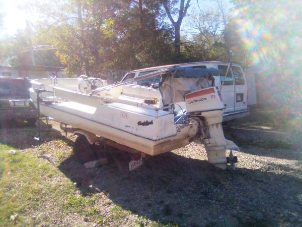 Photo 1973 Viking Deck Boat with trailer - $3,500 (Branson)