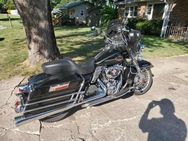 Photo 2010 Harley Davidson Electra Glide Ultra Classic - $12,000 (Ash Grove)