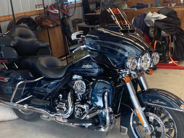 Photo 2016 Harley ultra limited - $18,200 (Grovespring)