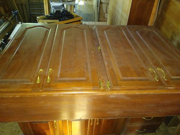 Photo 2 cabinet upper units one glass doors 42quot one 539 w 4 doors $75.00 - $55 (Forsyth)