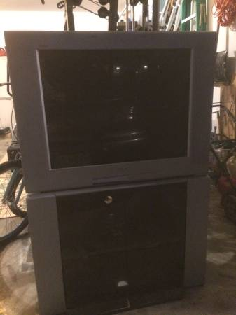 Photo 32quot Sony Trinitron tv with stand - $1 (Battlefield)