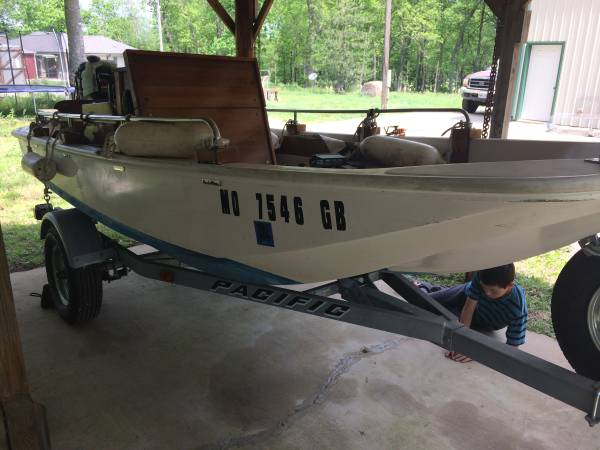 Photo Boston Whaler Bass and Ski Boat - Mercury 40HP Motor - $3400 (Ash Grove)