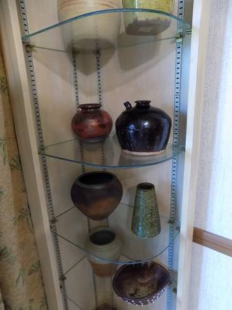 Photo CORNER CABINET GLASS SHELVES - $150 (SQUIRES (S. of AVA))