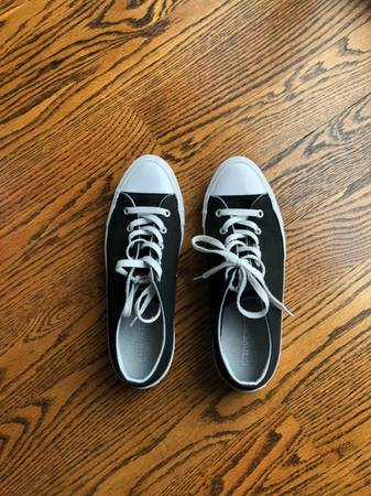 Photo Converse Tennis Shoes Womens 8 - $25 (SE Springfield)