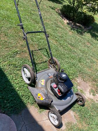 Photo Craftsman High Wheel 22 cut Lawn Mower...NO Text Please - $35 (Clever)