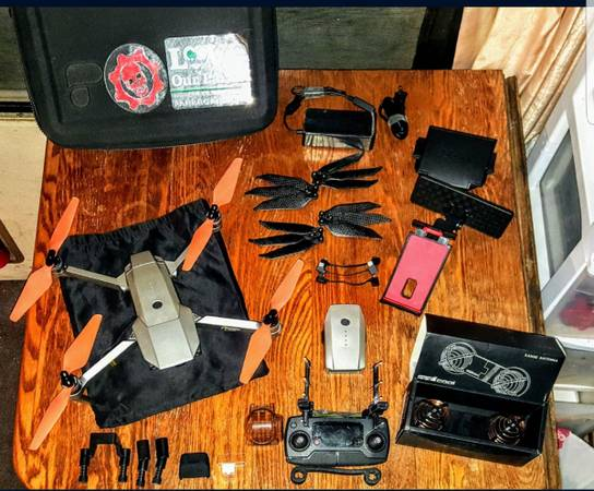 Photo DJI Mavic Pro Platinum Professional Drone Package - $945 (Fair Grove)