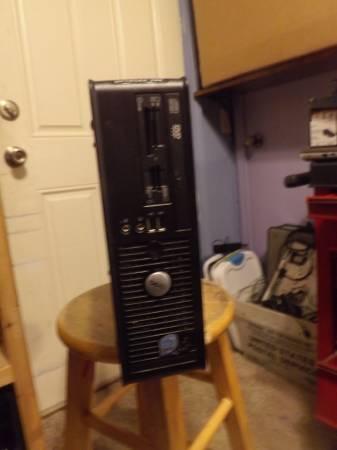 Photo Dell OptiPlex 755 Core 2 Duo E7200 2.53 GHz 4 gb ram Windows 10 pro - $75 (west fork)