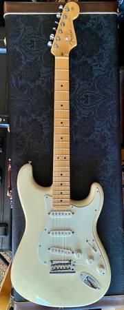 Photo Fender American Standard Stratocaster - $1,000 (SE Springfield)