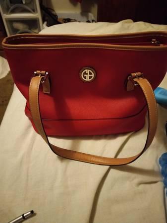 Photo Giani bernini red leather tote - $20 (Springfield)