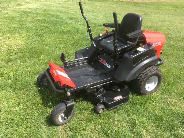 Photo Gravely Zero Turn Mower 40quot Deck - $1600 (North Springfield)