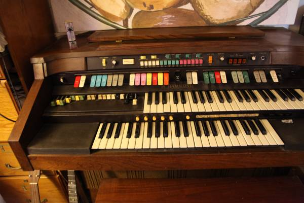 Photo Hammond Electric Organ with Bench - $100 (Fair Play)