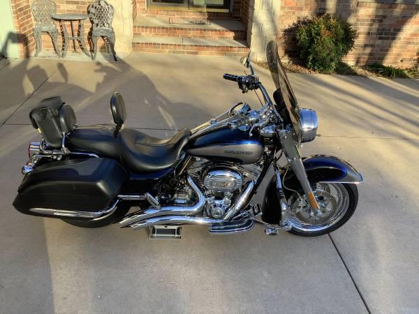 Photo Harley Davidson 2008 CVO Screamin Eagle Road King - $11,500 (Nixa)