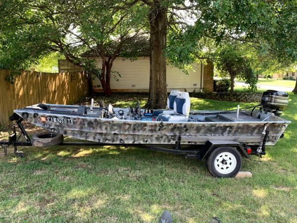 Photo Jet Boat - Lowe 15 ft Alum Flat Bottom fishing boat, 40 HP Mercury - $2,800 (Nixa)