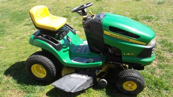 Photo John Deere LA115 Lawn Tractor - $800 (Springfield)