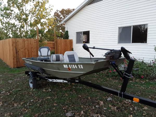 Photo Lowe 1239 Jon Boat with Lowe Trailer and Minn Kota Trolling Motor - $1,000 (STOCKTON)
