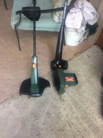 Photo Match set black and decker weed eater and edger 2hp 20 for pair - $20 (Se spfld)