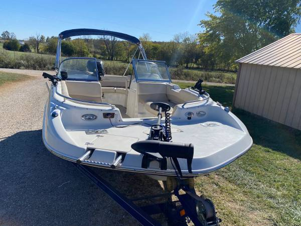 Photo NauticStar Deck Boat with Livescope - $20,000 (Lebanon)