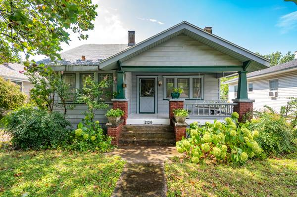 Photo Open house Sunday Oct 11th from 2-4 w3 BR home with detached Garage (2129 North Broadway Ave Springfield)