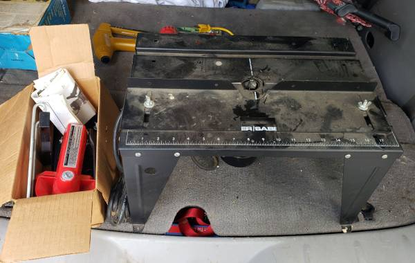 Photo Porter Cable 6912 type 3 Wood Router with 698 Aluminum Table - $120 (Branson)