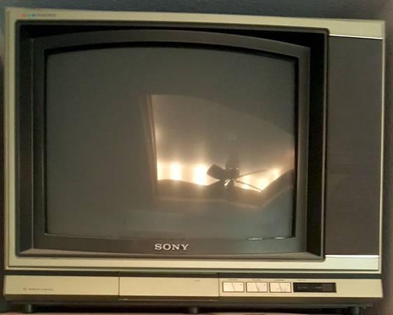 Photo SONY Trinitron 19quot Color TV - $200 (Branson, MO area)