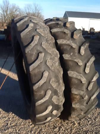 Photo Tractor tires (Aurora Mo)