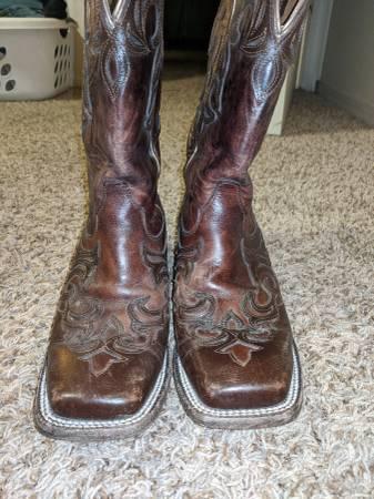 Photo Woman39s ariat boots - $30 (Willard)