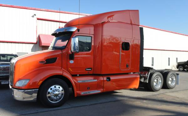 Photo 2016 Peterbilt 579 Sleeper Semi Truck Fridge 2 Bunks  - $49900