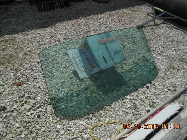 Photo 1959 Chevy Impala back glass - $100 (Murrayville)
