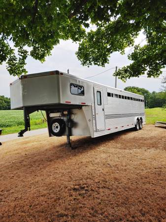 Photo 2003 Silver-Lite Horse Trailer for Sale - $11,500 (Lewistown)