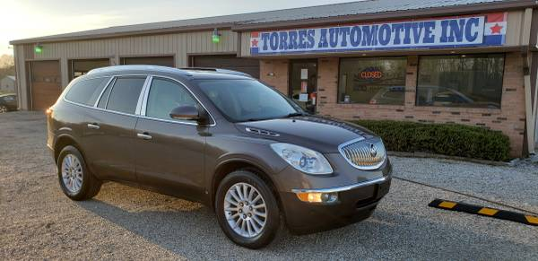 Photo 2008 Buick Enclave CXL - 3rd row - LOADED - $5495 (TORRES AUTOMOTIVE - PANA , IL)