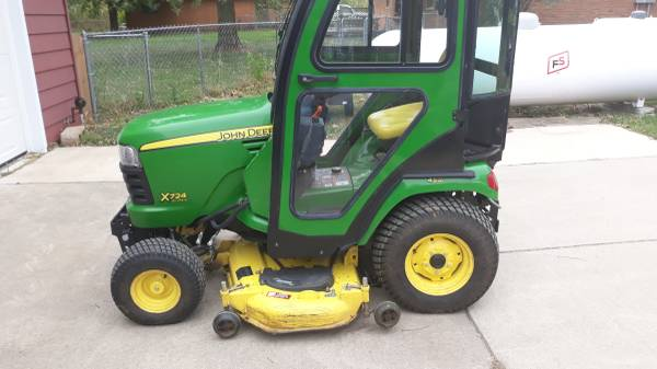 Photo 2012 john Deere. X724 ultimate garden tractor - $6,950 (New Berlin ,il)