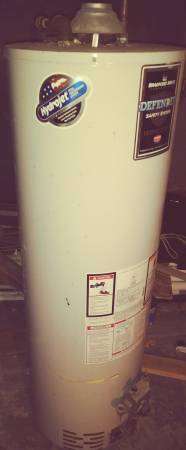 Photo 40 gal. Gas water heater works - $100 (Springfield)