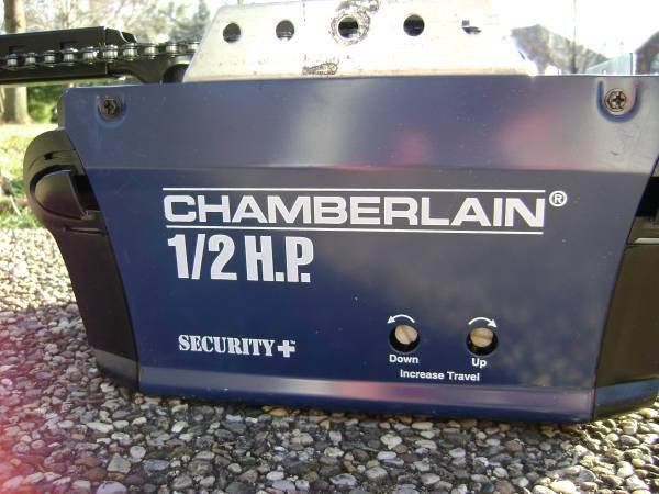 Photo Chamberlain 12 H.P. Security  Garage Door Opener (Springfield Illinois)