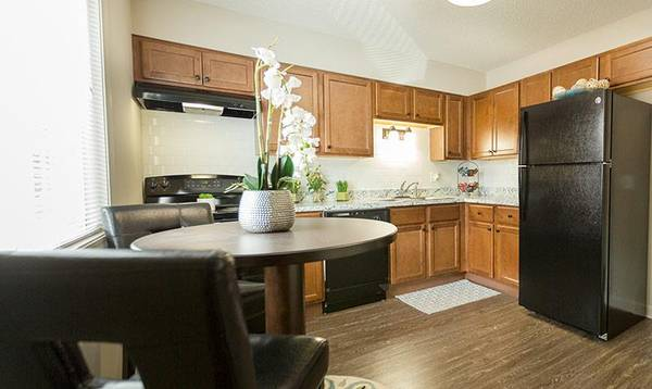 Photo Get 1 Month Free Rent When You Let Us Welcome You To Your New Home (Springfield, Illinois)