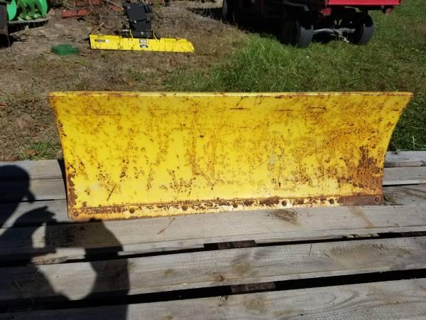 Photo JOHN DEERE 110 112 210 212 214 216 SNOW PLOW  DOZER BLADE model 43 (Gillespie)