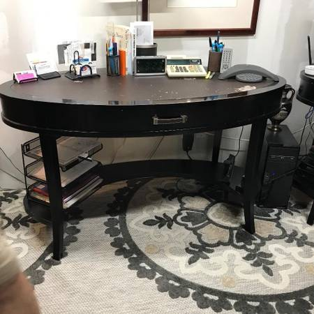 Photo Leather Top Computer Desk - $50 (Mount Olive)
